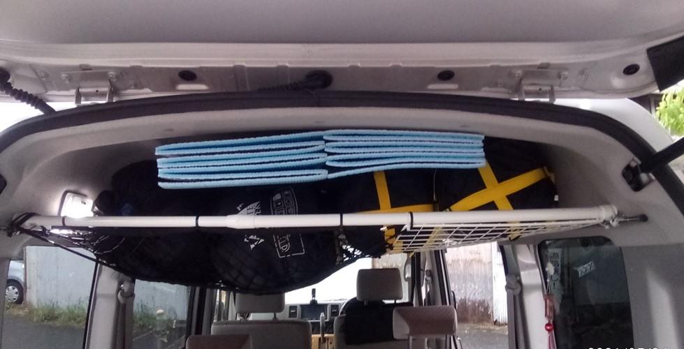 ジャバラ銀マットを天井のすき間に差し込む